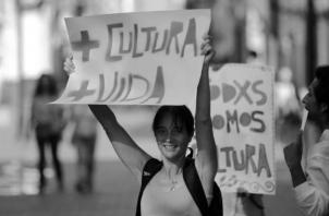 El futuro de nuestro país está en la juventud. Entonces, ¿cómo queremos que la juventud salga de los malos caminos si no ayudamos? Foto: EFE.