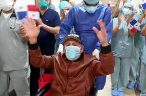 """Roberto """"Manos de Piedra"""" Durán deberá seguir su recuperación en casa. Foto:Twitter"""
