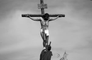 Porque murió por nosotros en la cruz, derramando hasta su última gota de sangre por nosotros. Foto: EFE.