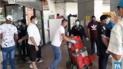 Panameños abarrotaron los supermercados.