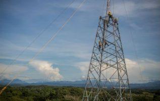 La tercera línea de transmisión se extiende desde Chiriquí hasta la ciudad de Panamá